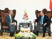 Premier vietnamita recibe a nuevos embajadores de Portugal y Serbia
