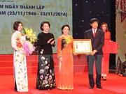Honran a Cruz Roja de Vietnam con Orden de Trabajo