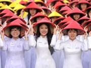 [Galería] Miles de estudiantes desfilan con Ao Dai en Ciudad Ho Chi Minh