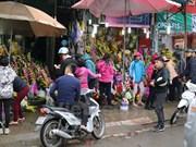 Mercado de flores vietnamita con gran actividad en Día Internacional de la Mujer