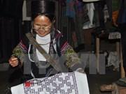 Minorías étnicas hacen fortuna con oficio tradicional de tejido de brocados