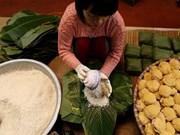 [Fotos] Oficio tradicional de elaborar Banh Chung en aldea Tranh Khuc