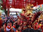 Atrae gran interés el festival de procesión de fuegos artificiales