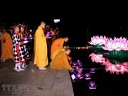 Festival de flores flotantes en el río Perfume