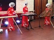 Ao dai: vietnamitas siguen la moda pero mantienen las raíces