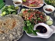 [Video] Turistas extranjeros estudian técnica de cocina tradicional de Vietnam