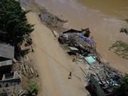 [Foto] Inundaciones provocan deslaves de tierra en la provincia de Thanh Hoa