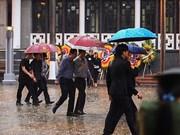 (Fotos) Bajo la lluvia, pobladores de Hanoi y otras provincias vietnamitas despiden al presidente Tran Dai Quang