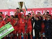 [Foto] Trofeo de copa del fútbol regional para Vietnam: sueño hecho realidad tras 10 años