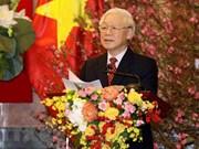 (Televisión) Secretario general del Partido y presidente Nguyen Phu Trong envía mensajes de felicitación en ocasión del Tet