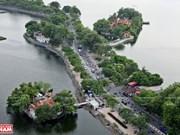 Thuy Trung Tien - Templo milenario de Vietnam en el lago Truc Bach