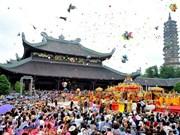 Visitar pagodas en Año Nuevo Lunar, tradición del pueblo vietnamita