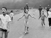 """Recibe premio de paz de Alemania """"niña del napalm"""" vietnamita"""