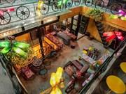 Cafetería en Hanoi contribuye a proteger el medio ambiente con materiales reciclados