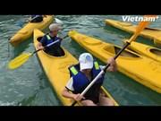 (Video) Exploran en kayak los arrecifes de coral en la bahía de Lan Ha