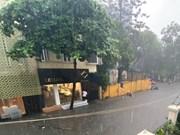 Intensas lluvias inundan calles de Hanoi