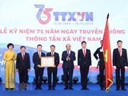 Primer ministro de Vietnam asiste al acto conmemorativo del aniversario 75 de la fundación de la VNA