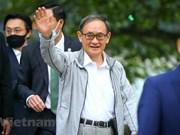 El primer ministro japonés, Suga Yoshihide, hace ejercicio matutino en lago capitalino vietnamita