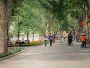 Contempla la nueva apariencia del lago de Hoan Kiem en el clima otoñal