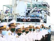 Delegación de la cuarta región de las fuerzas navales de Vietnam parte a Truong Sa