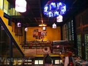 "Cafetería hecha de ""residuos"" en el casco antiguo de Hanoi acapara atención de turistas"