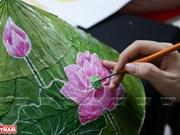 Pinturas sobre hojas de loto: obras artísticas imbuidas de identidad cultural de Vietnam