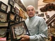 [Fotos] Mark Rapoport, coleccionista estadounidense de objetos antiguos de Vietnam