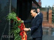 [Fotos] Premier vietnamita Nguyen Xuan Phuc rinde homenaje póstumo a V.I. Lenin