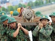 [Foto] Combatientes vietnamitas desactivan una bomba remanente de guerra en Hai Phong