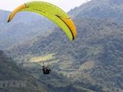 """[Foto] Festival de Parapente """"Volando en la temporada dorada"""" en el norte de Vietnam"""