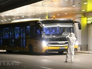 [Foto] 30 ciudadanos vietnamitas procedentes de China llegan al aeropuerto Van Don