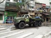 [Foto] Desinfectan vecindario donde reside infectado con COVID-19 en Hanoi