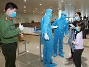[Foto] COVID-19: Esfuerzos de prevención y control de epidemias en el Aeropuerto Internacional de Noi Bai