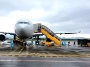 [Foto] Vuelo con expertos foráneos aborda al aeropuerto Van Don
