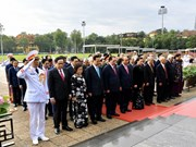 [Foto] Rinden tributo dirigentes de Vietnam al Presidente Ho Chi Minh en ocasión de su natalicio