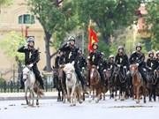 [Foto] Fundan unidad de policía móvil de caballería en Vietnam