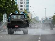 [Foto] Las fuerzas de defensa química desinfectan calles en el distrito de Son Tra, Da Nang