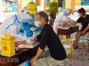 [Foto] Da Nang realiza prueba de COVID-19 para extranjeros
