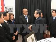 Altos funcionarios de Vietnam rinden homenaje a Fidel Castro
