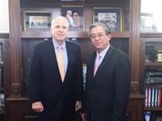 Embajador de Vietnam en EE.UU. se reúne con John McCain