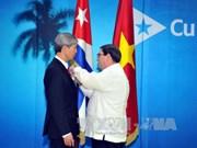 Cuba confiere medalla de la Amistad al embajador vietnamita