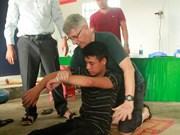 Pescadores en provincia de Vietnam aprenden habilidades de salvamento