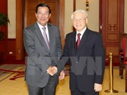 Dirigentes vietnamitas reciben a primer ministro camboyano