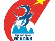 Fondo de becas Vu A Dinh ayuda a estudiantes necesitados en zonas remotas