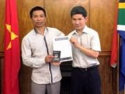 Embajada de Vietnam en Sudáfrica ayuda a coterráneo accidentado