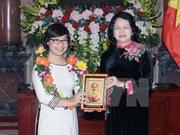 Vicepresidenta de Vietnam aprecia logros de científicos jóvenes
