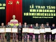 Conceden distinciones de Laos a combatientes voluntarios vietnamitas