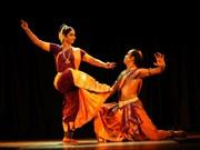 Abren en Hanoi clase gratuito de danza tradicional india