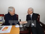 Líder partidista de Vietnam rinde tributo a sus predecesores