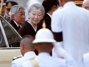 Emperador de Japón rinde homenaje al rey Bhumibol de Tailandia